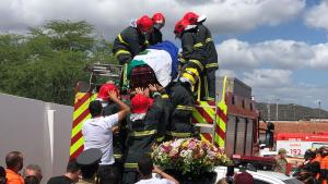 Após homenagens e sob forte comoção popular, corpo de Genival Matias é sepultado, em Juazeirinho