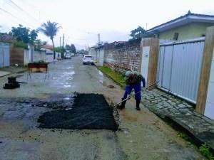 Ruas e avenida de oito bairros recebem serviços da Operação Tapa-buraco nesta sexta