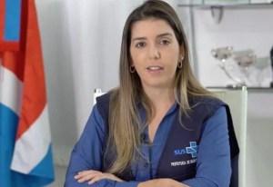 Prefeita de Monteiro Anna Lorena promove aglomeração com pessoas sem máscaras e comemora tocando triângulo; Veja