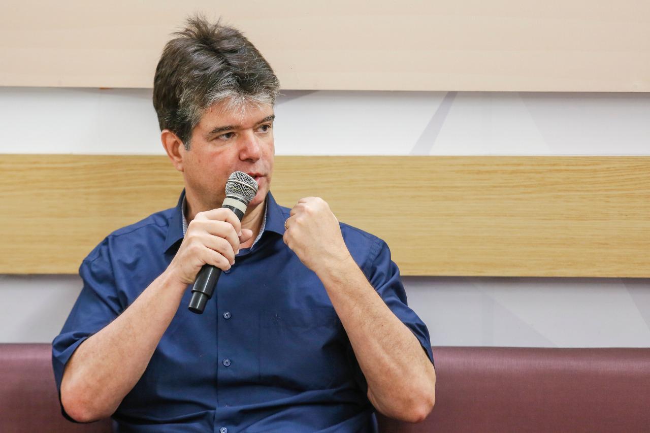 """Ruy questiona Cícero Lucena: """"Precisa explicar os desvios de R$ 134 milhões da saúde e R$ 5 milhões que recebeu de pensão"""""""