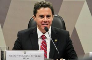 Veneziano se licencia e Ney Suassuna assume vaga no Senado