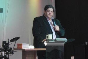 Pastor Kerly Carneiro morre vítima de Covid-19