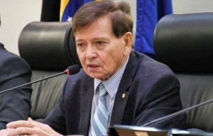 """Aguinaldo Ribeiro lamenta falecimento de João Henrique: """"Deixa uma enorme lacuna na política do nosso estado"""""""