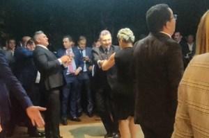VÍDEO: Sem máscaras, deputados se aglomeram em festa para comemorar vitória de Arthur Lira e dão péssimo exemplo