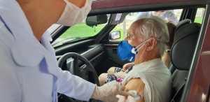 PMJP vacina idosos a partir de 85 anos e trabalhadores de saúde em 3 pontos de drive thru nesta segunda-feira