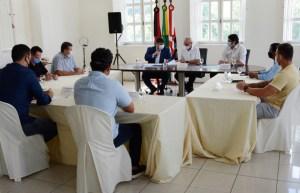 Mesa Diretora da CMJP se reúne com prefeito no Paço Municipal