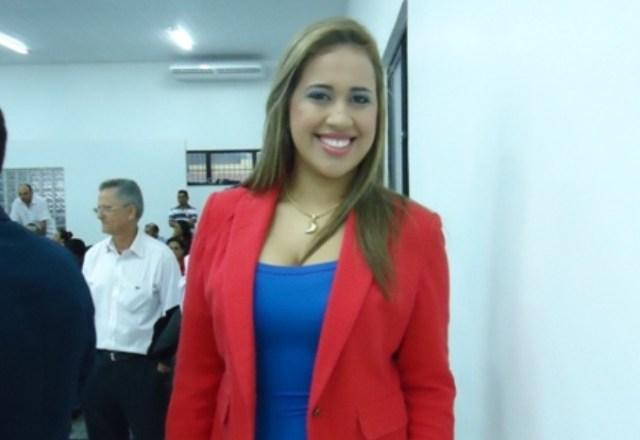 Bonita e carismática, vereadora Charliane, quer denunciar prefeito Chico Velho ao  Ministério Público por falta de transparência.