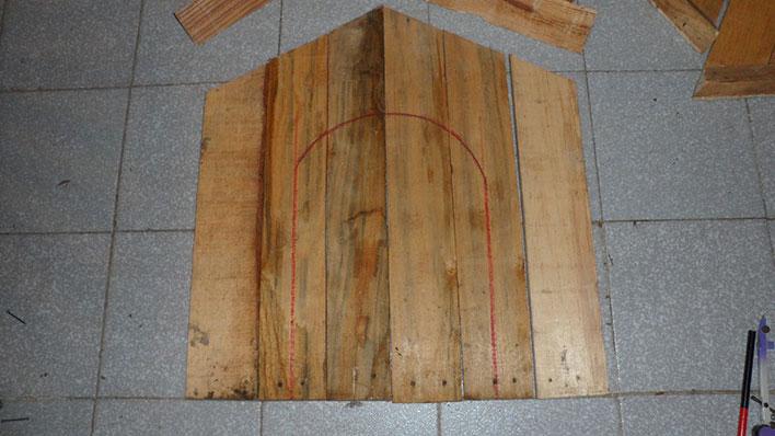 Casinha de cachorro feita com paletes de madeira