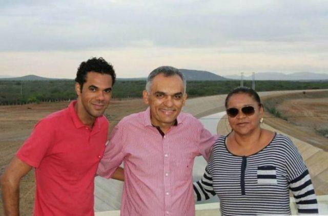 Petrolina (PE) – Com apoio do ex-presidente Lula e o vereador ...