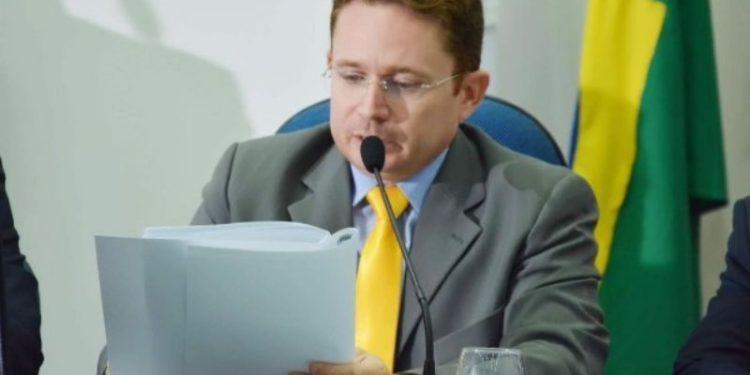 Resultado de imagem para Sales Júnior renuncia à Prefeitura de Patos após 4 meses no mandato