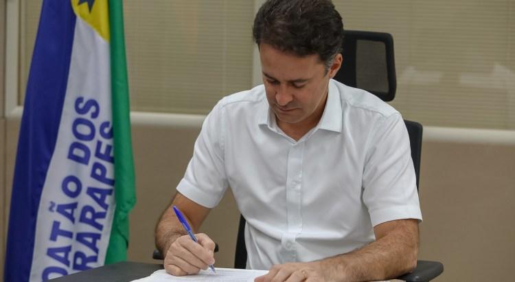 prefeito-anderson-ferreira-sanciona-lei-e-isenta-milhares-de-familias-do-jaboatao-da-taxa-de-iluminacao-publica