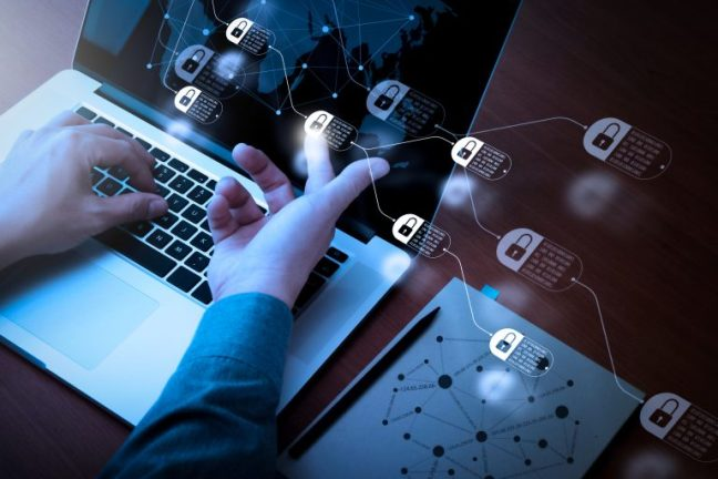 Imagem de uma tela de computador com diversos ícones de cadeados