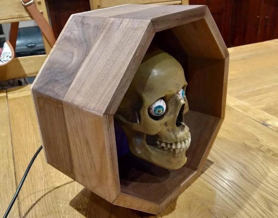 Tell time with a servo-driven skull clock! | ブログドットテレビ