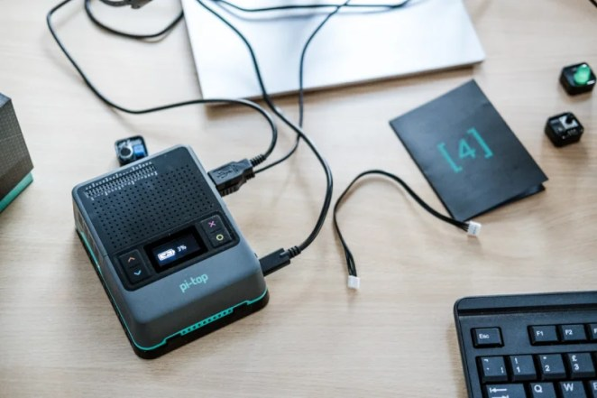 A built-in battery provides around five hours of portable use