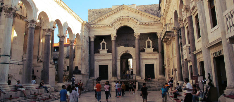 praça da Catedral de São Dômnio em split