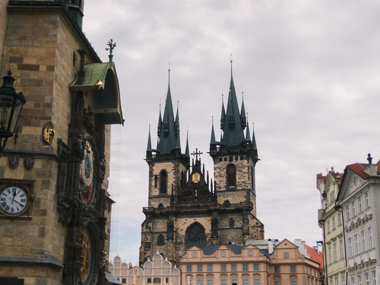 ônibus pela Europa - igreja de Praga