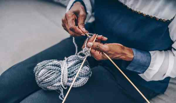 Knitting on a plane