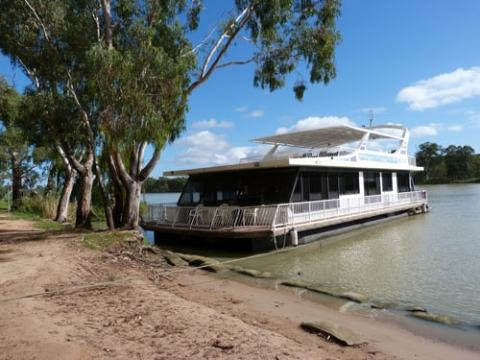 Unforgettable Houseboat