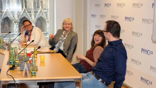 """Erster Blogger-Stammtisch im Presseclub München im April 2013: """"Warum lohnt sich Bloggen?"""" (Bild: Iris Koller)"""