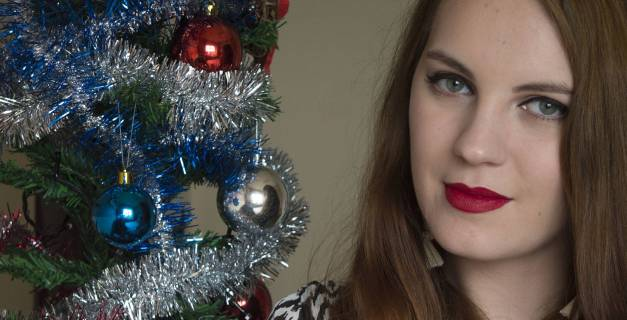 new year's eve make-up look - classic pin-up look - red lips and cat eyes