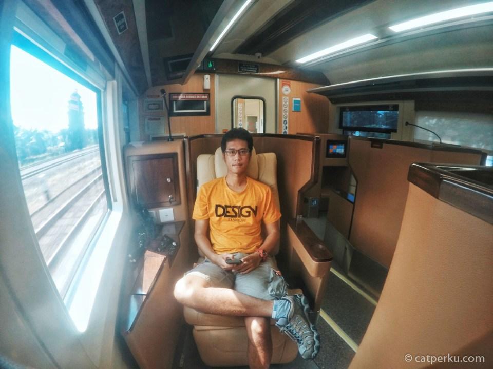 Meramal Masa Depan Travel Blogger Indonesia! Sampai Kapankah Mereka Bisa Bertahan? Hanya waktu yang akan menjawabnya~ Tsaaah!