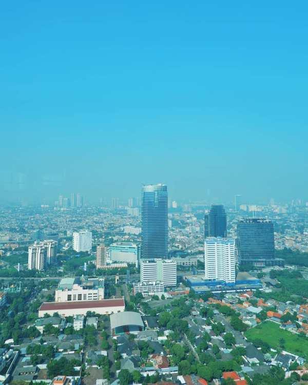 Kalau Jakarta sudah terlalu padat, mungkin bisa coba digalakkan kembali Gerakan Kembali Ke Desa dan bekerja di Desa?