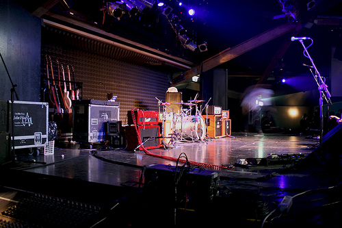 How to Build a Last-Minute Stage Set in a Hurry For Your Customers