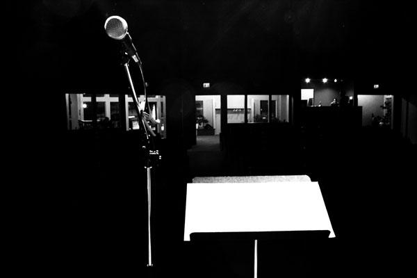 mic-podium