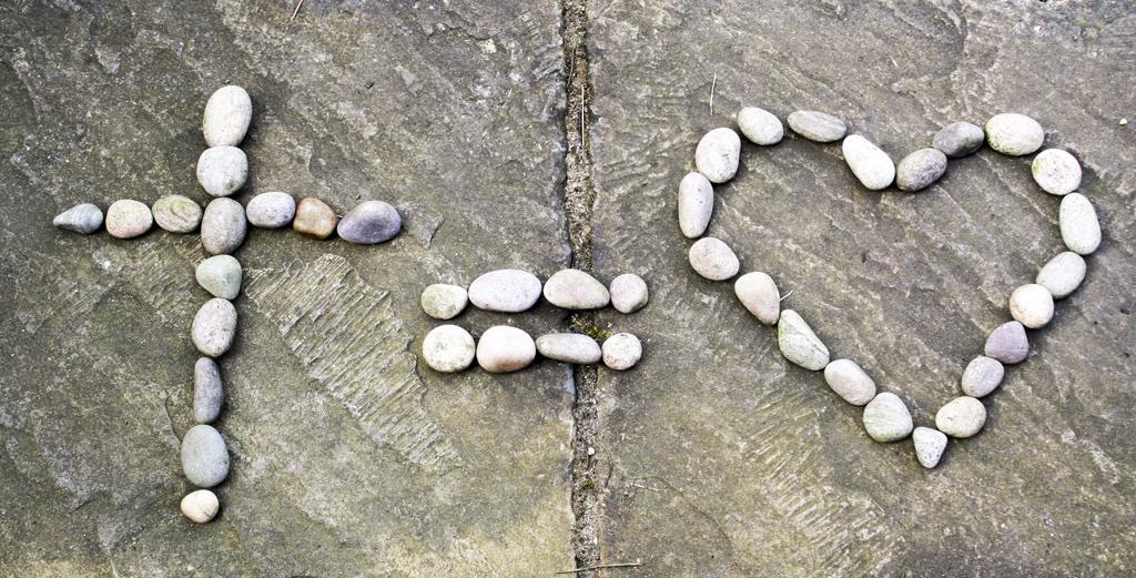 freely-heart-rocks