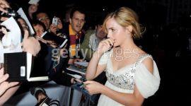 Primeras Imágenes de Emma Watson Llegando a los Premios Nacionales de Cine