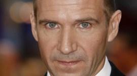 Ralph Fiennes Asiste a la Premier de su Nueva Película, 'The Duchess'