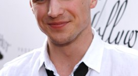 Freddie Stroma Asiste a los Hollywood Life's Young Hollywood Awards