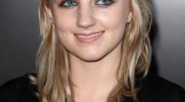 Evanna Lynch Asiste a Exposición 'Hear The World Ambassadors'