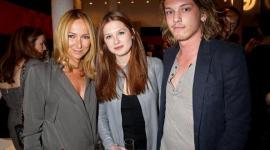Bonnie Wright y Jamie Campbell Bower en el Evento 'Gucci Icon Temporary'