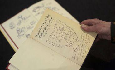 Ejemplar de 'Harry Potter y la Piedra Filosofal' con Notas y Dibujos de JKR, Subastado por US $228.083