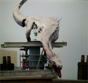 Primeras Imágenes del Dragón Posado en el Banco Gringotts en el Callejón Diagon!