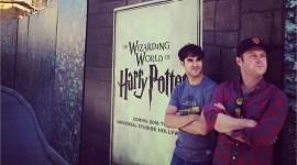 Darren Criss Publica Imagen en la Construcción del Parque de Harry Potter en Hollywood