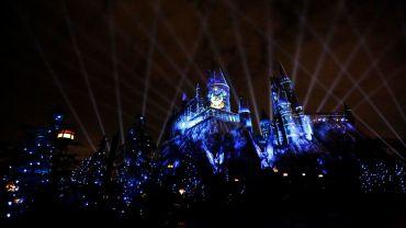 Video: Mira el show de luces del castillo Hogwarts en el Parque Temático de Harry Potter en Hollywood