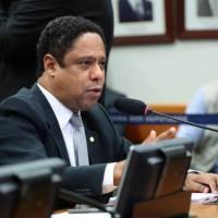 Líder do PCdoB apresenta Flávio Dino como candidato a Presidência em 2022