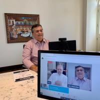 Em live com Lula, Dino defende direitos para trabalhadores por aplicativo