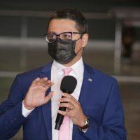Pandemia: Governo decide rever suspensão e pequenos eventos