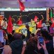 Vídeo: manifestantes invadem Bolsa de Valores contra desemprego e inflação