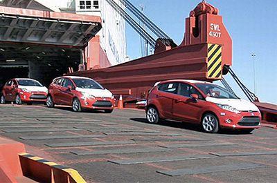 la-nuova-ford-fiesta-sbarca-letteralmente-negli-usa-01