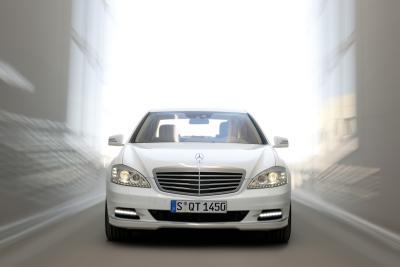 mercedes-classe-s-400-hybrid-prima-ibrida-al-mondo-con-la-tecnologia-delle-batterie-agli-ioni-di-litio-01