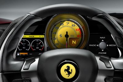 Ferrari 458 Italia al Mugello e su strada i video