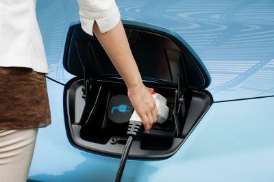 Ricerca Accenture su 1.800 consumatori, il 60 sceglierebbe un'auto ibrida o elettrica