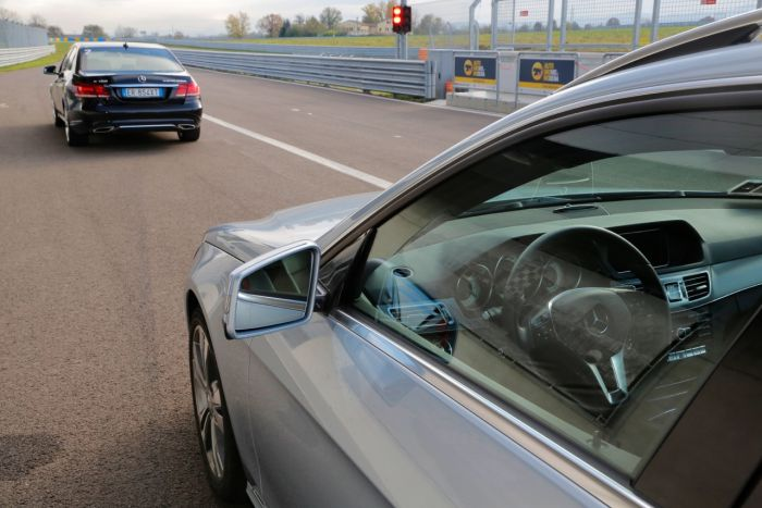 Abbiamo testato la Mercedes Classe E BlueTEC Hybrid all'Autodromo di Modena. Ecco come va. BlogMotori.com 9