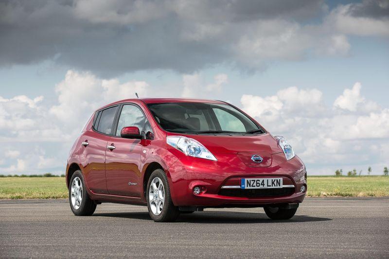 Nissan LEAF guida la crescita del mercato delle auto elettriche