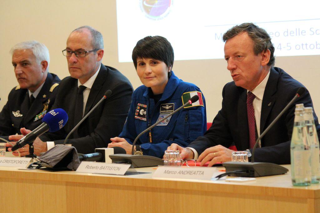 Da sinistra: Gen.B.A. Claudio Salerno, Ugo Rossi (Presidente Provincia Autonoma di Trento), Samantha Cristoforetti (Astronauta ESA), Roberto Battiston (Presidente Agenzia Spaziale Italiana), Marco Andretta (Presidente MUSE)
