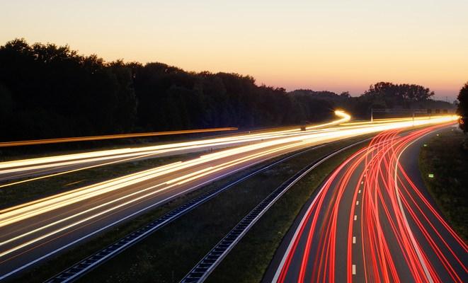 """I produttori di Auto in corsa verso un futuro """"connesso"""""""